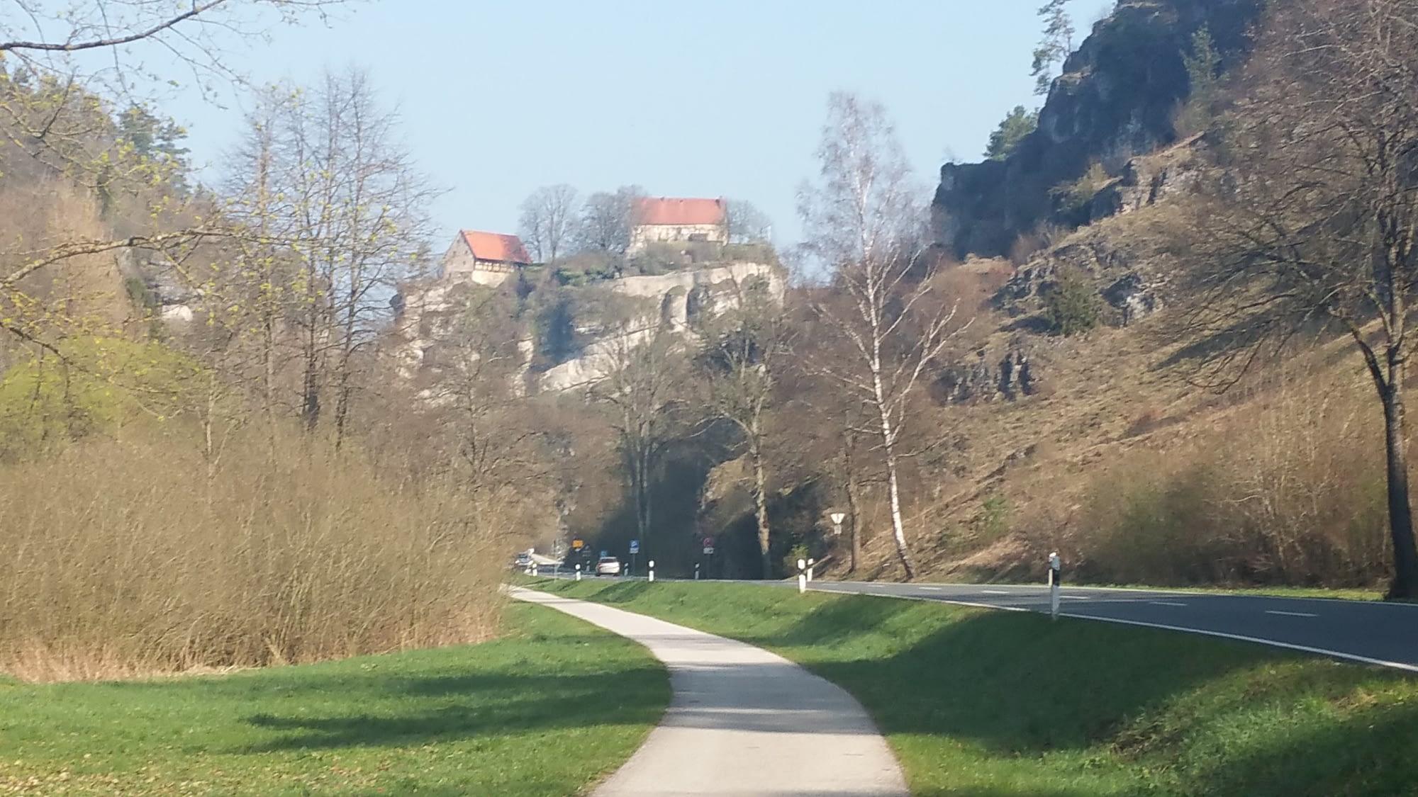 Pottenstein - Blick von der Bundesstraße auf die Burg