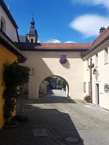 Torbogen am Kloster