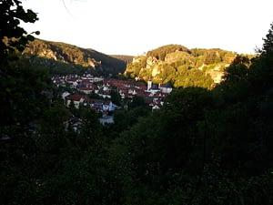 Blick über das Felsenstädtchen Pottenstein von Süden