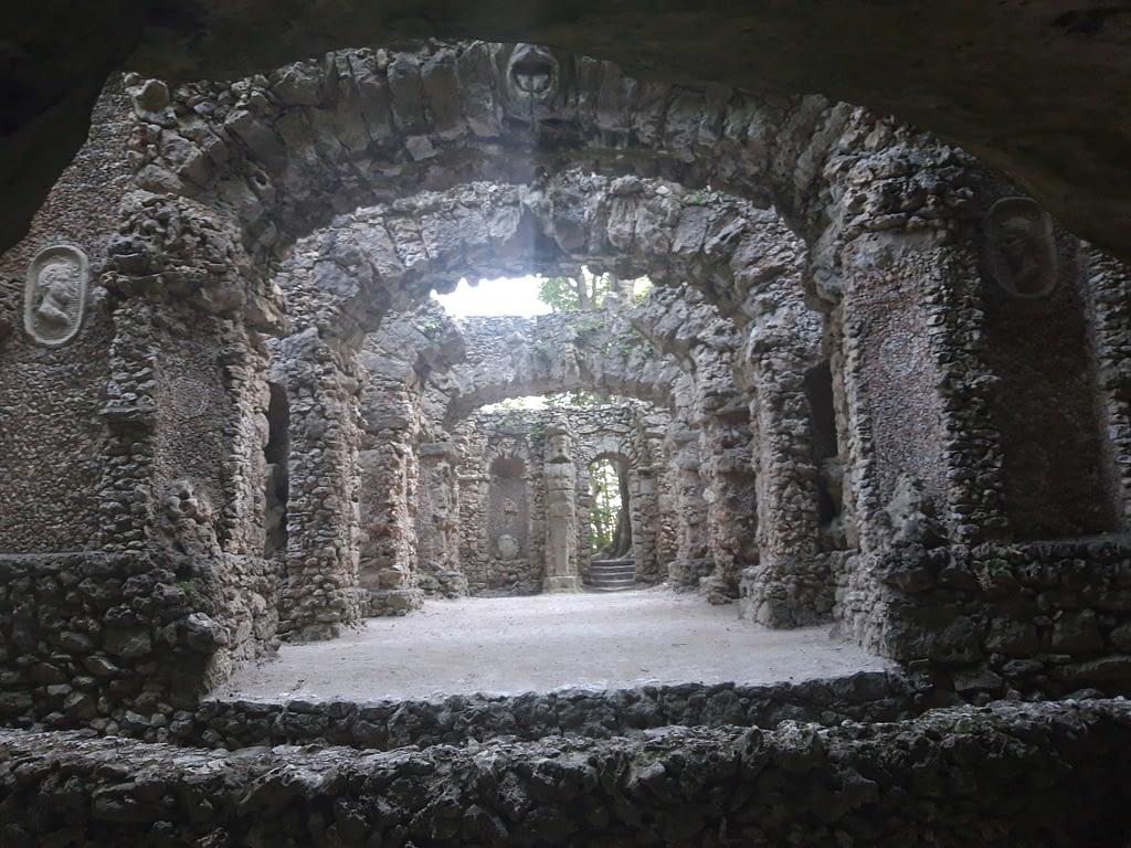 Ruinen- und Grottentheater