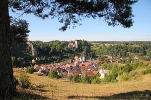 Blick über Pottenstein und die Burg