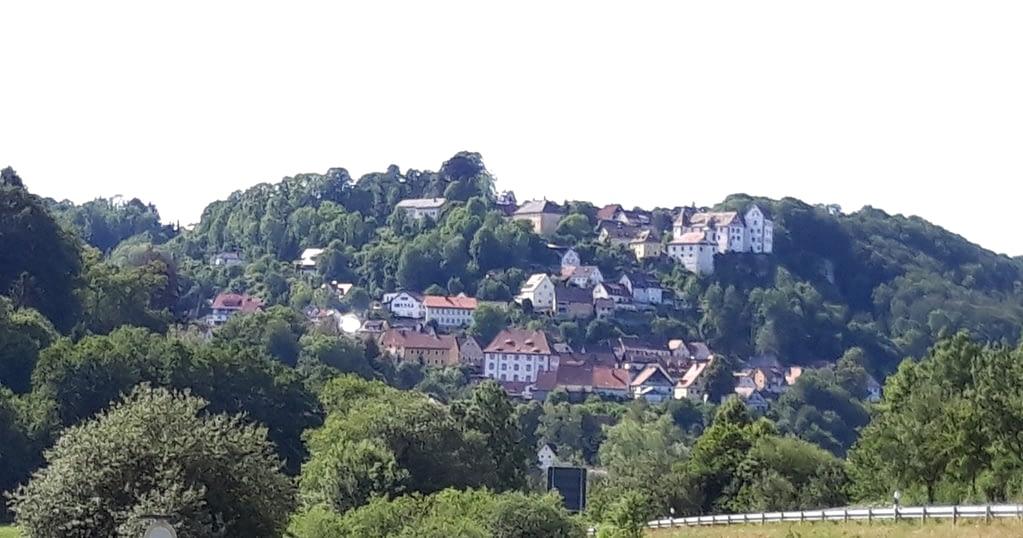 Blick auf Egloffstein mit seiner Burg